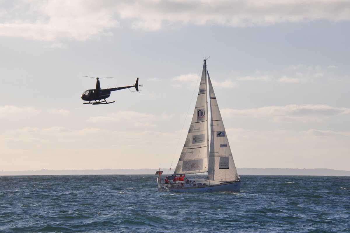Départ de Cap à l'Ouest survolé par hélicoptère